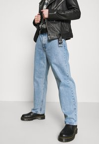 Weekday - GALAXY TROUSERS - Relaxed fit -farkut - hanson blue - 3
