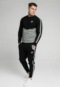 SIKSILK - CUT AND SEW CREW - Sweatshirt - black/grey marl - 1
