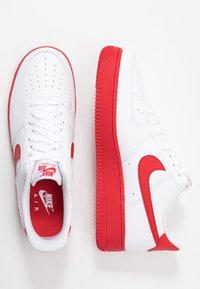Nike Sportswear - AIR FORCE 1 '07 BRICK - Matalavartiset tennarit - white/university red - 1