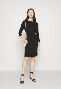 Vero Moda - VMMELINDA DETAIL DRESS - Jerseykjole - black - 1