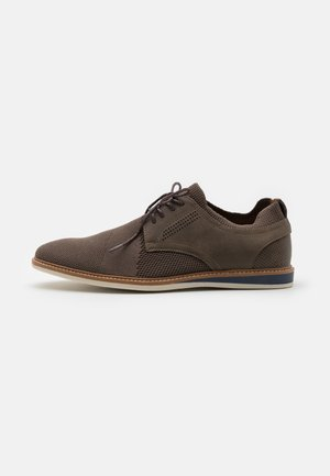 VEGAN MORRIS - Casual lace-ups - brown