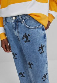 Bershka - MIT MICKY MAUS - Relaxed fit jeans - blue denim - 3