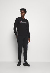 Champion - ROCHESTER CREWNECK - Sweatshirt - black - 1