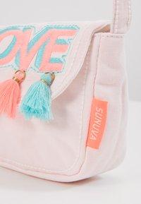 Sunuva - GIRLS PINK LOVE HIPPY BAG - Taška spříčným popruhem - pink - 2
