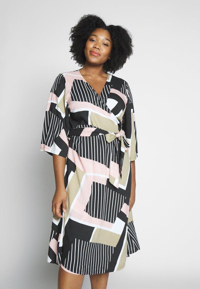 Kaffe Curve - KCVERONICA WRAP DRESS - Vapaa-ajan mekko - light pink