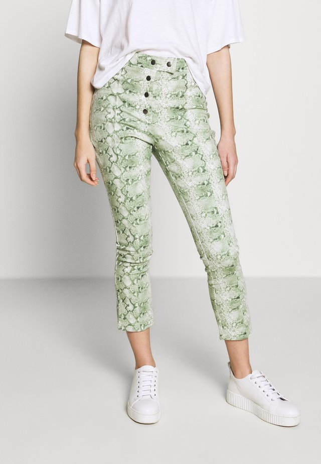 THE HIGH WAISTED BUTTON FLY TROUSER - Kangashousut - green