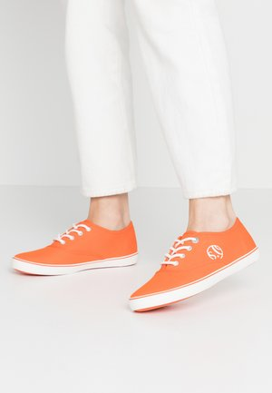 LACE-UP - Sneakers basse - orange