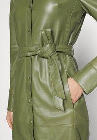 Oakwood - INDIANA - Sukienka koszulowa - dark green - 5