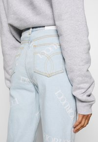 Fiorucci - SCATTERED LOGO TARA LIGHT VINTAGE - Jeans a sigaretta - blue denim - 3