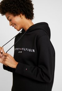Tommy Hilfiger - HOODIE - Jersey con capucha - black - 3