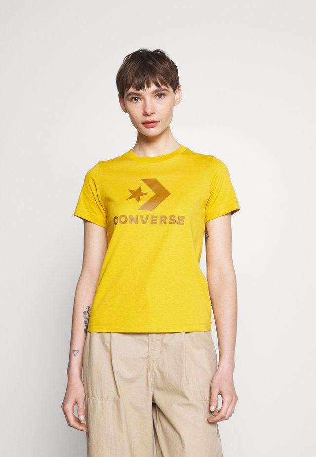 STAR CHEVRON LOGO TEE - T-shirt con stampa - gold dart
