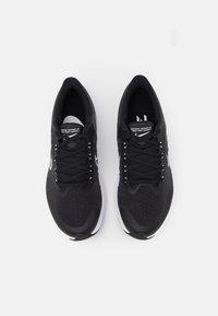 Nike Performance - WINFLO 8 - Neutrální běžecké boty - black/white/dark smoke grey/light smoke grey - 3