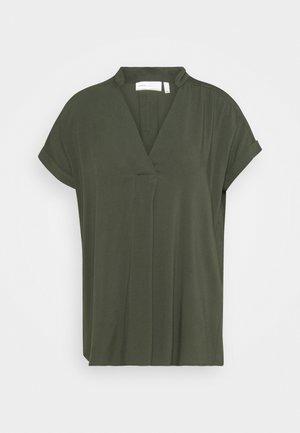 VIKSA  - Print T-shirt - bettle green