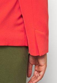 Simply Be - PRESS BLAZER STYLE - Krátký kabát - tomato red - 5