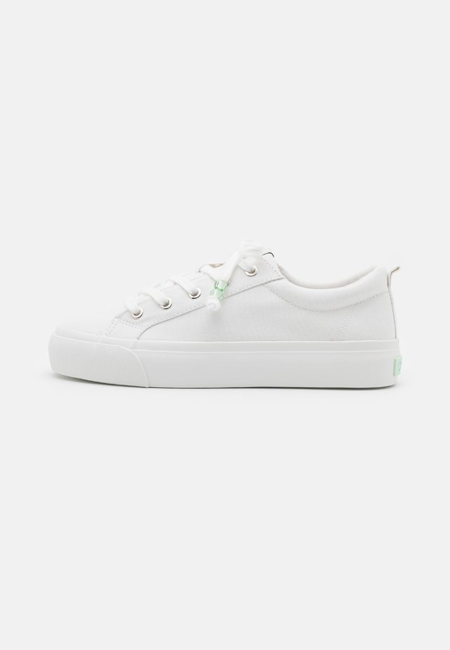 ONLLIV BEADS - Sneakers basse - white