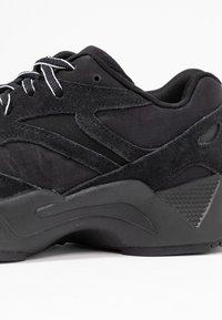 Reebok Classic - AZTREK 96 TRANSLUCENT - Sneakers laag - black/neon lime/true grey - 2