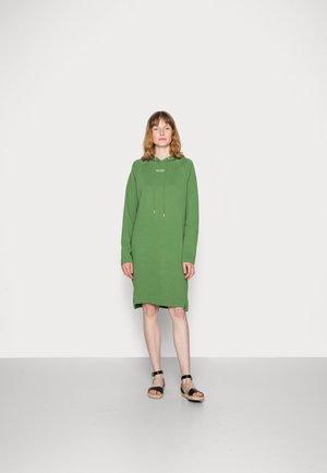 Denní šaty - meadow grass