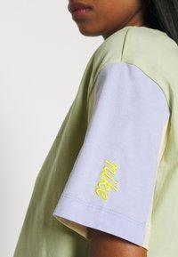 Nike Sportswear - T-shirt imprimé - olive aura - 4