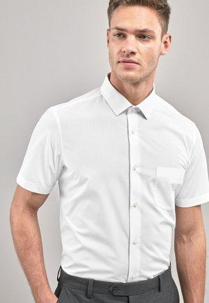 WHITE SLIM FIT SHORT SLEEVE EASY CARE SHORT SLEEVE SHIRT - Camicia - white