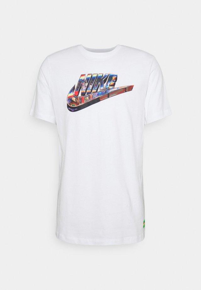 TEE WORLDWIDE - Print T-shirt - white