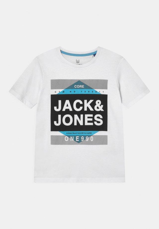 JCOMYTH CREW NECK - Camiseta estampada - white