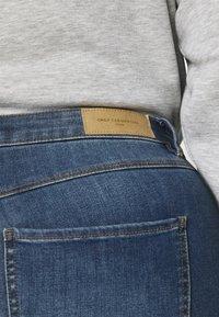 ONLY Carmakoma - CARFLORIA LIFE SKINNY  - Jeans Skinny Fit - medium blue denim - 3