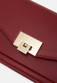 Anna Field - Across body bag - red - 3