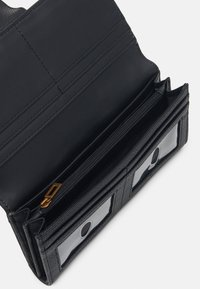 Guess - DESTINY FILE CLUTCH - Peněženka - black