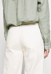 GAP Petite - WIDE LEG SOLID - Pantaloni - ivory frost - 4
