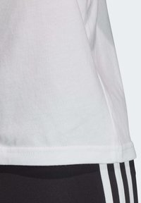 adidas Originals - LARGE LOGO T-SHIRT - Print T-shirt - white - 6