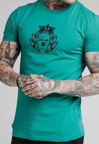 SIKSILK - PRESTIGE GYM TEE - Print T-shirt - teal - 4