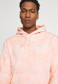 Nike SB - HOODIE UNISEX - Sweatshirt - orange pearl/coconut milk - 3