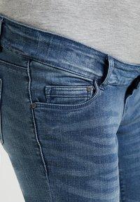 MAMALICIOUS - MLGOLDEN SLIM CAPRI - Denim shorts - light blue denim - 5