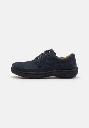 NATURE THREE - Zapatos con cordones - navy