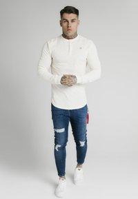 SIKSILK - Camiseta de manga larga - ecru - 1