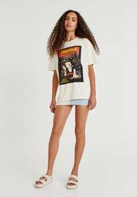 PULL&BEAR - BETTY BOOP BOOPFICTION - T-shirt med print - white - 1