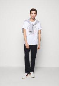 Michael Kors - TARGET TEE - Print T-shirt - white - 1
