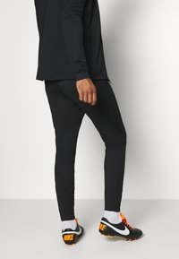 Nike Performance - DRY STRIKE SUIT - Dres - black - 4