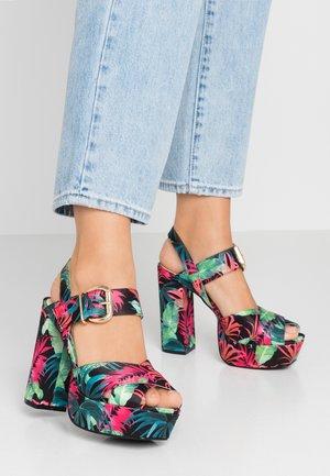 Sandály na vysokém podpatku - multicolor