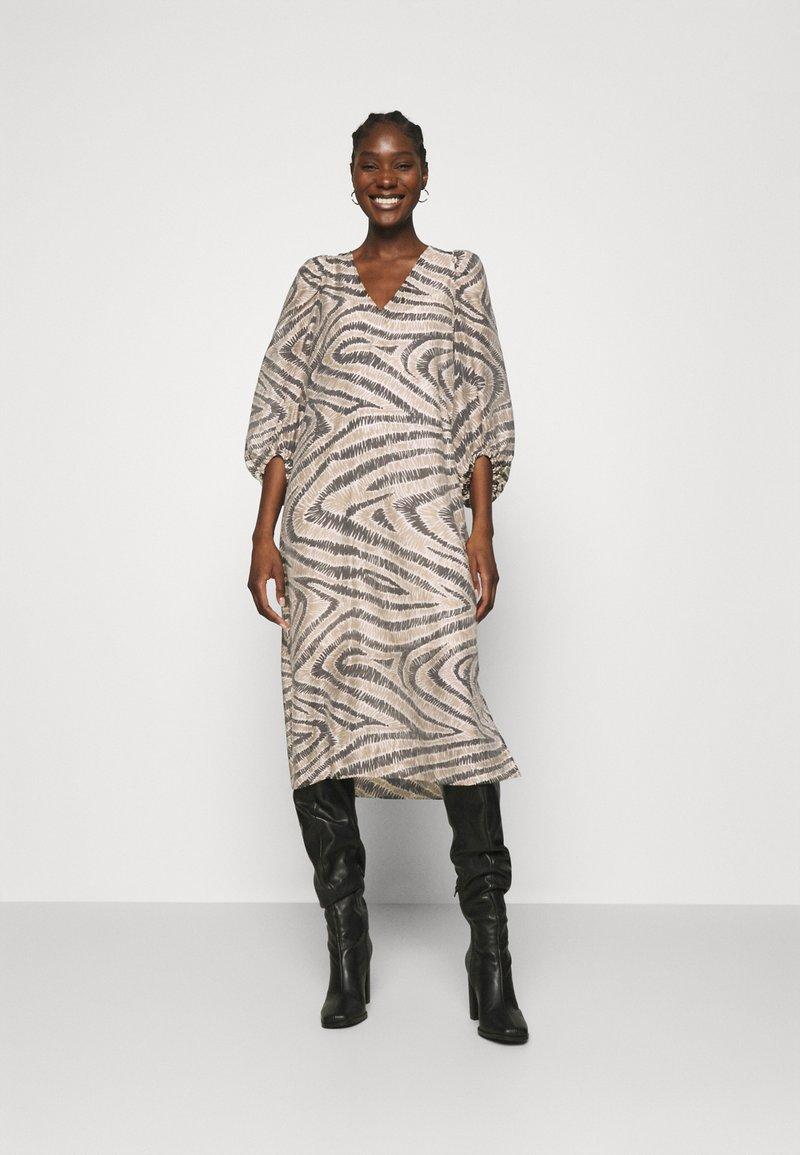 Second Female - DRESS - Denní šaty - humus