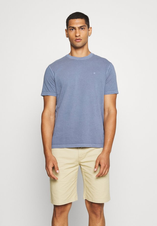 BUTLER TEE EMBROIDERY - Jednoduché triko - washed blue