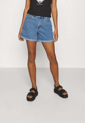 ONLVEGA LIFE MOM - Denim shorts - light blue denim