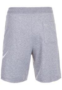 Nike Sportswear - M NSW HE FT ALUMNI - Short - grey/white - 1