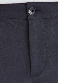 Casual Friday - SLIM FIT - Shorts - navy - 4