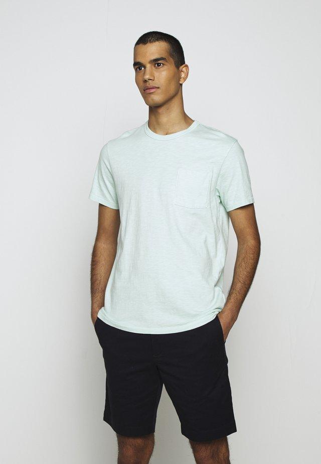 GARMENT DYE POCKET CREW - T-shirt basique - misty spearmint