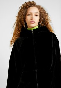Monki - JONNA COAT - Vinterjakke - black dark - 4