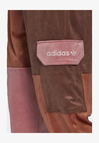 adidas Originals - WOVEN PANT CB - Pantalon de survêtement - multicolor