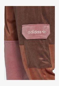 adidas Originals - WOVEN PANT CB - Teplákové kalhoty - multicolor - 4