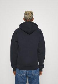Carhartt WIP - CAR LUX HOODED JACKET - Sweater met rits - dark navy/grey - 2