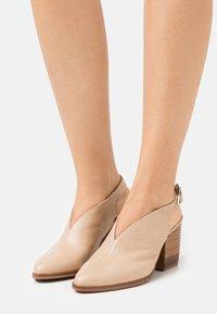 WONDERS - Classic heels - natural - 0